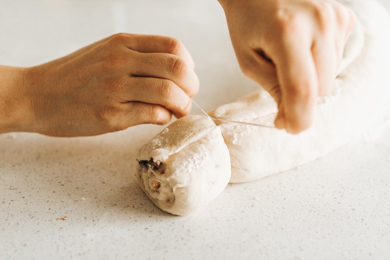 Cutting rolls with dental floss